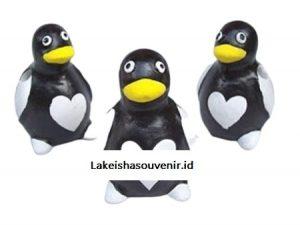 souvenir nikah tempat pensil berbentuk penguin