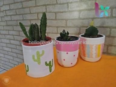 Souvenir Pot Bunga Unik dari Gerabah